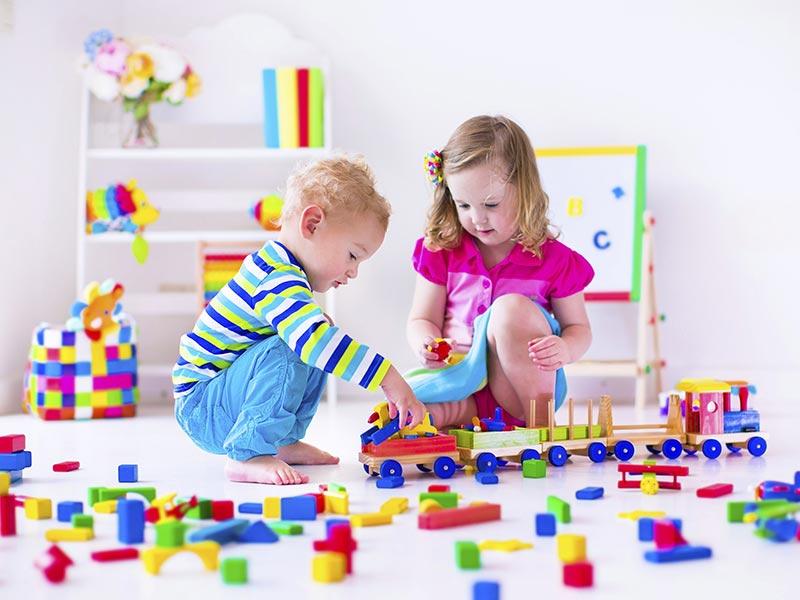 تکنیک های رفتار با کودکان وقتی بر سر اسباب بازی دعوا می کنند